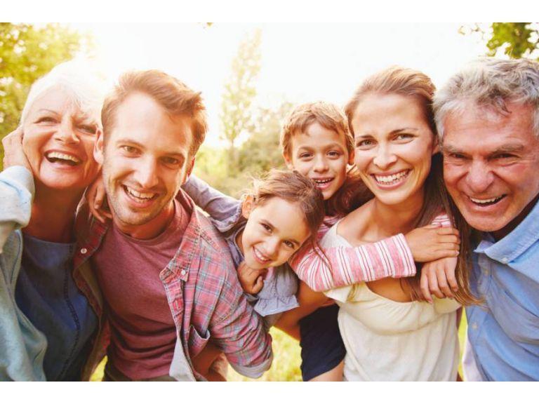 En junio festejamos a los abuelos. Escuchémoslos con más atención y respeto