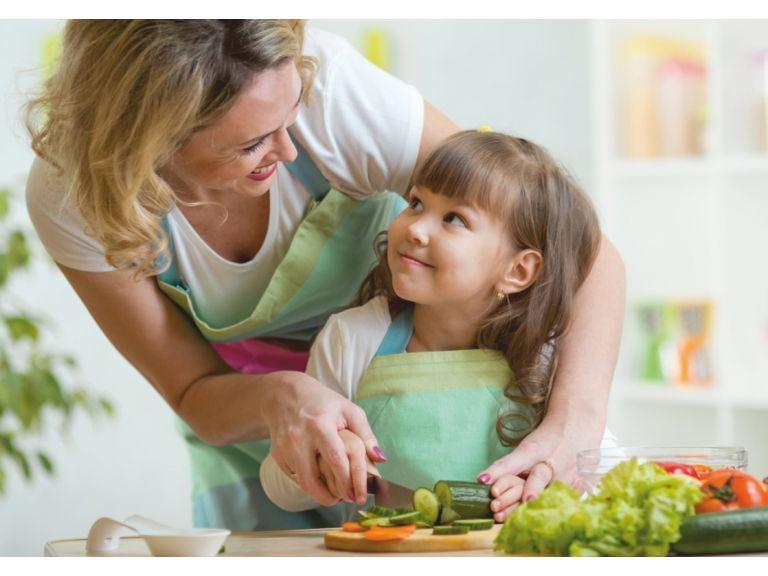 ¡Aprendo a cocinar con mamá y papá!